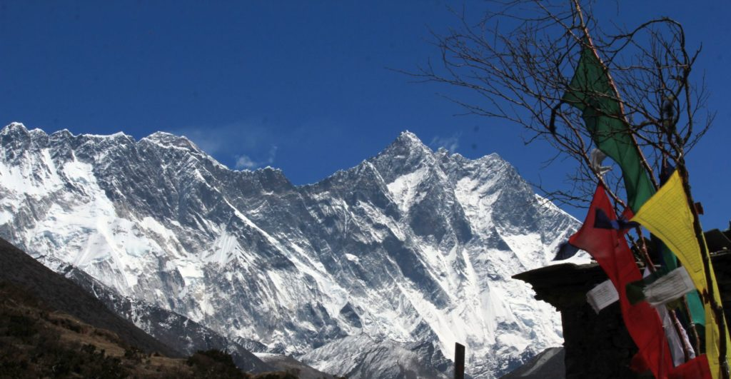Lhotse Peak By Sumita Roy Dutta (Own work) [CC BY-SA 4.0 (http://creativecommons.org/licenses/by-sa/4.0)], via Wikimedia Commons